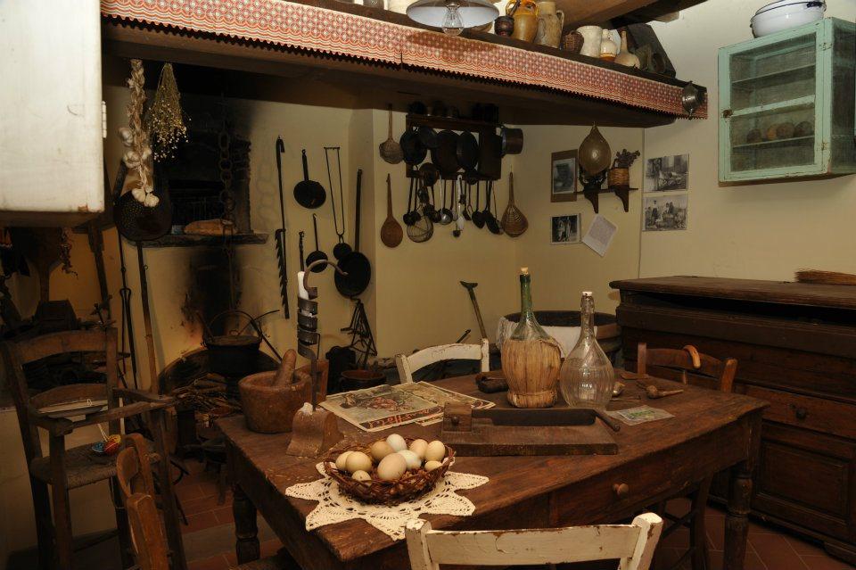 Aree tematiche cultura e turismo la querciola e il for Interno casa antica