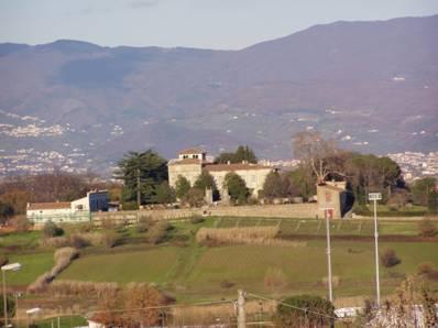 Immagine della villa con vista della torre
