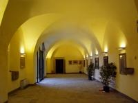 Immagine dell'interno delle scuderie di Villa La Màgia (142.03 KB)