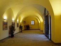 Immagine dell'interno delle scuderie di Villa La Màgia (150.01 KB)